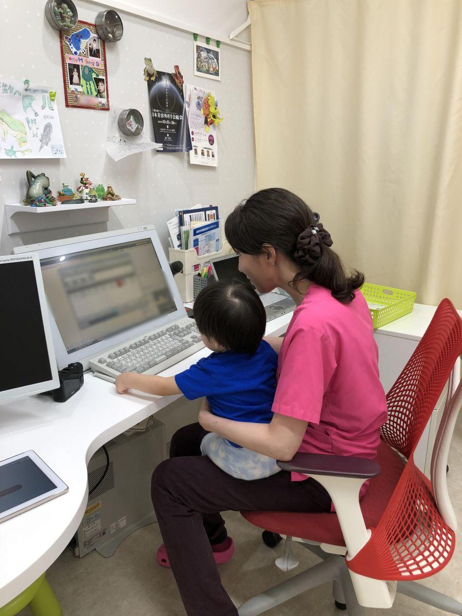 毎日子連れで出勤。昼休みは子どもと過ごせる貴重な時間。